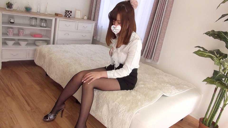 スレンダーな超美形女子大生の美脚魅せつけのサンプル画像